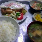 青柳食堂 - ハムエッグと豚の角煮定食