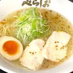 べらしお - 料理写真:こくまろの塩そば(税込780円)