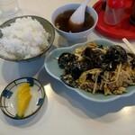芳楽飯店 - キクラゲと肉玉子炒め定食