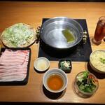 黒豚しゃぶしゃぶ 島津 - 「黒豚バラ肉しゃぶしゃぶ定食 肉1.5倍(きしめん変更)」1300円