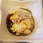 鶏匠 暁 - 粗挽きのじゃがいもに黒胡椒が良い。