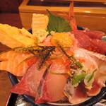 味福 - 海鮮丼 刺身があふれかえっている