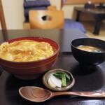 泰然 - 親子丼(お新香、味噌汁付き)=1100円