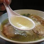 支那そばや本店 - 塩らぁ麺の澄んだスープ
