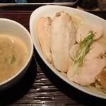 ヒキュウ - 料理写真:鶏白湯魚介つけ麺♪
