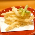 味享 - 宍道湖の白魚の天ぷら 蕗の薹の葉の天ぷらのせ