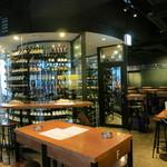 マルゴーグランデ - ワインセラーを通って、地下にも客席があります