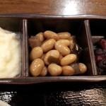 だんだん - 小鉢は少ないながらも3品(ポテトサラダ、煮豆、柴漬け)
