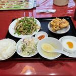 興旺楼 - 青椒肉絲定食 980円