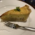 149674337 - Amuse  ベーコン、玉葱、搨菜の菜の花のタルト