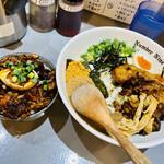 麺ダイニング ナンバーナイン 09 - 料理写真:左:チャーシューごはん、右:まぜそば+贅沢トッピング