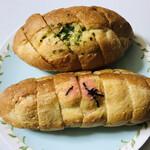 ソオカナ - 料理写真:上  ガーリックフランスパン? 下  明太フランスパン?