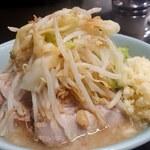 ラーメン二郎 - 料理写真:小ラーメン(750円)麺半分、ニンニクヤサイアブラ。
