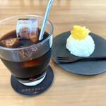 東向島珈琲店 pua mana - ・水出しアイスコーヒー 540円/税抜 ・レアチーズケーキ 台湾のパイナップル 400円/税抜