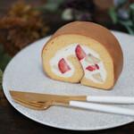 あおい - 料理写真:2021年4月再訪:苺とオーガニックバナナのレモンクリームロール☆