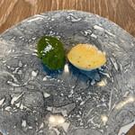 Reglisse - アミューズ/チーズとほうれん草のマドレーヌサレ