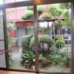 フランス料理 颯香亭 - お座敷から見える中庭