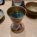 149711876 - 温かい蛤の出汁に佐島の生ワカメ