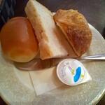 オレンジツリー - パンは3種 このお皿もステキなのよっ