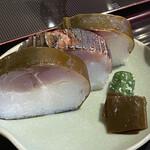 149718860 - 肉厚でジューシィな鯖寿司♡ビジュアルも美しいですね!