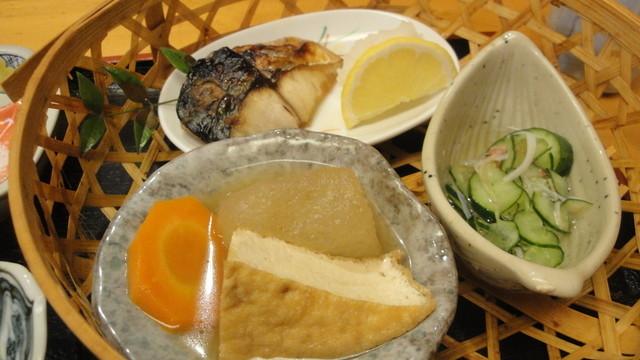花日和 - 鯖焼きと煮物と酢の物