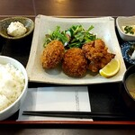 猫丸食堂 - 料理写真:メンチカツ+唐揚げ定食(900円)