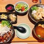 149724390 - 煮込み飯丼・水餃子セット