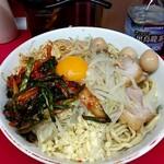 ラーメン二郎 - 料理写真:汁無し(麺量300g位) トッピングはニラキムチ、ウズラ。 コールはニンニク