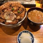 十勝亭 - 料理写真:ロース・バラ豚丼 大 1200円(税込) 温泉たまご 100円(税込)