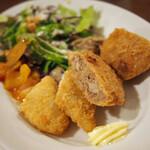 とりばキッチン グリッツ - 日替わりランチは、メンチカツと白味魚フライ