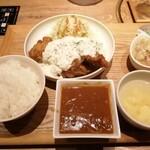 博多 焼肉慶州 - チキン南蛮ランチ。カレー、モツ煮。