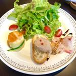 149735748 - ・エビのムース アメリケーヌソース                       ・レバーペースト                       ・鯛のカルパッチョ                       ・新鮮サラダ