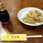 天竺園 - 焼ギョーザ 税込650円