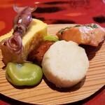 149749028 - ②時鮭の木の芽焼き                       ③筍入り蒲鉾                       ④空豆                       ⑤粟麩の照り焼き                       ⑥玉子焼き、蛍烏賊載せ                       様々なお料理を少しずつ楽しめました