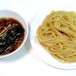 中華レストラン さんぷく - つけ汁はシンプルな醤油味 小麦が香る太麺が美味しい