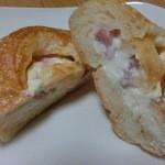 夢パン工房 - チーズフォンデュの包み焼き カット