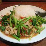 ティーヌン - タイの青菜炒めご飯