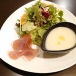 ノースワンカラー - 料理写真:●ノースランチ 1,550円 (E.ムール貝とホタルイカと芽キャベツのペペロンチーノ) 前菜