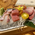 鮮魚と炉端焼き 魚丸 - 鮮魚トロ箱 課長盛り2人前(¥1000)