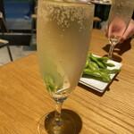 薪窯ピッツァとワイン酒場 NADESHICO - なみなみスパークリング(¥44)→通常¥480