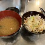 極味や - 味噌汁、サラダ