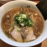 ShiNaChiKu亭 - 醤油らーめん 大盛り 950円(税込)