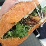 ONE HAND SANDWICH - 料理写真:五香粉のジューシーチャーシューその3