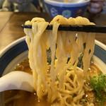 しんの助 - 中太平打ち麺に豚骨基本の味噌薫るスープがエロく絡まり、た、タマランチ会長(//∇//)