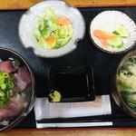 ひろ - 料理写真:まぐろ丼=700円 税込