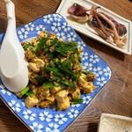 あらが食堂 - ひき肉にら豆腐いためとイカの塩焼き