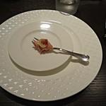El Raco Den Takeuchi - 【アミューズ】フォアグラを豚のマリネで包み、ぶどうを添えたもの