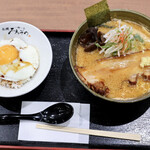 札幌 みその - 料理写真:蟹味噌らーめんと手稲ライス
