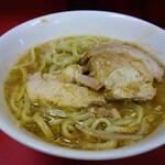 ラーメン二郎 - ラーメン780円麺半分ヤサイ抜きです。野菜が無いとこんなに濃厚なスープだったんですね。ビックリです!