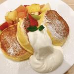 幸せのパンケーキ - フルーツパンケーキ